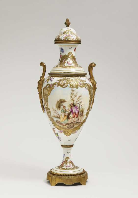 Ornamental vase with lid France, Rococo style, in the style of Sèvres - photo 1