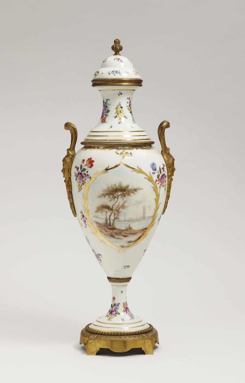Ornamental vase with lid France, Rococo style, in the style of Sèvres - photo 2