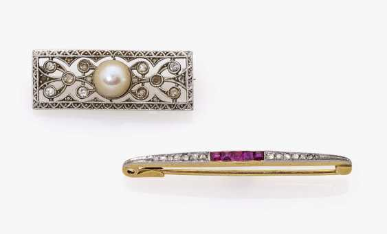 Two brooches with diamonds, rubies and cultured pearl Germany, around 1915-1920 - photo 1