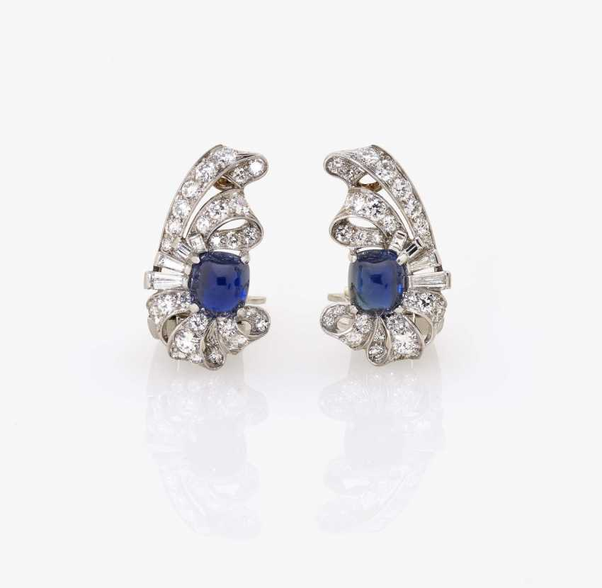 A pair of clip earrings with diamonds and sapphires USA, around 1930 - photo 1