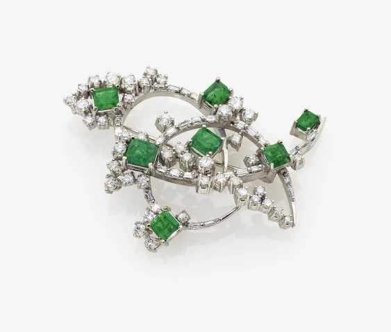 Brooch with diamonds and emeralds Germany, 1970s - photo 1