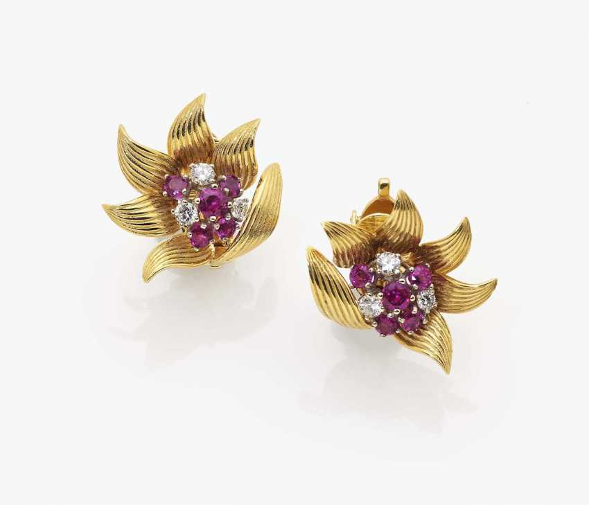 A pair of flower-shaped ear clips with rubies and diamonds New York, 1940s, PREFORMED PARTS - photo 1