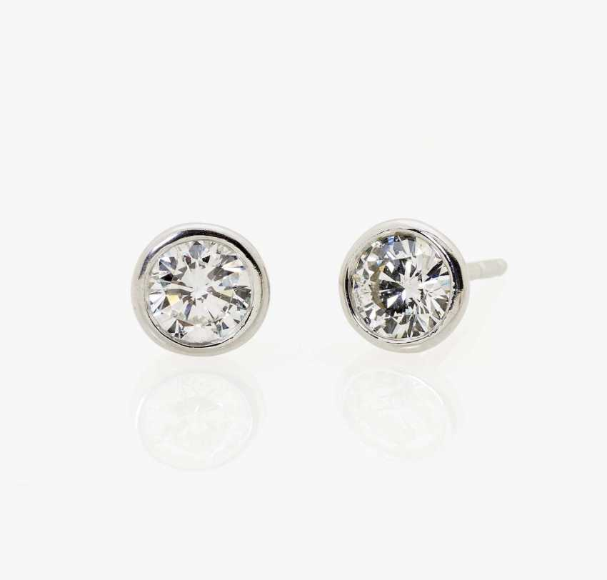 A pair of classic ear studs with diamonds Germany - photo 1