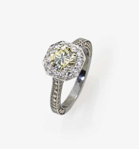 Modified entourage ring with a delicate yellow, white and champagne-colored diamond England, 2000s - photo 1