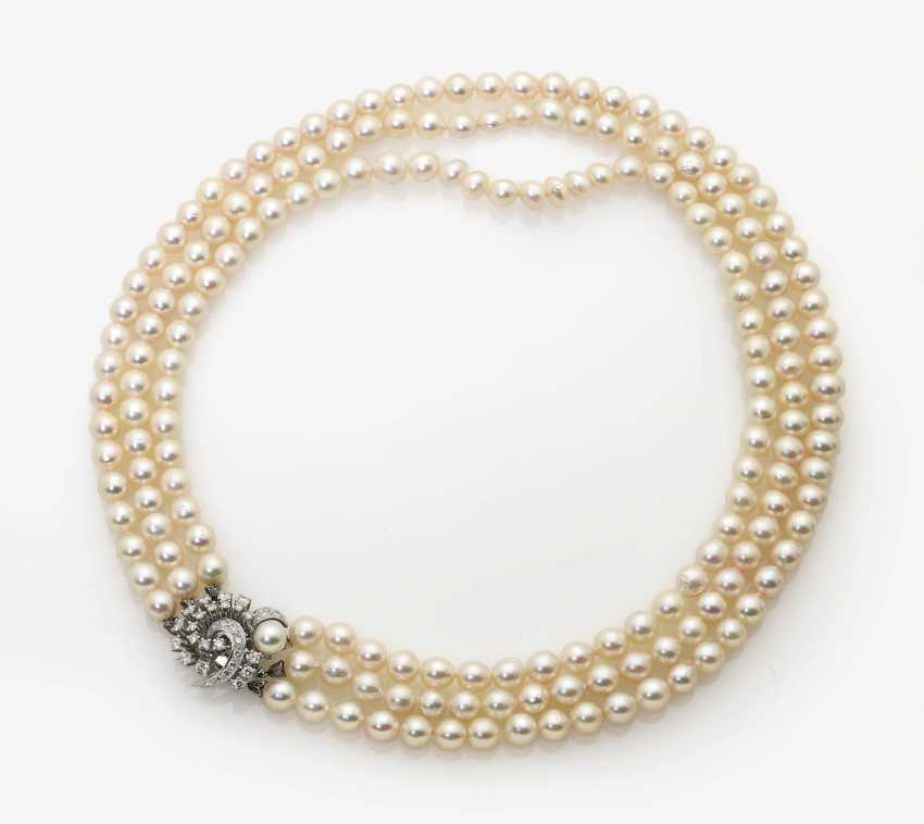 Three-row cultured pearl necklace with diamond clasp Germany, 1960s - photo 1