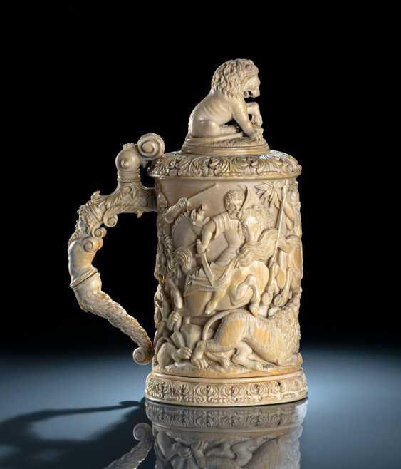 Prunkvoller Elfenbeinhumpen mit Löwenjagdszenerie - Foto 3