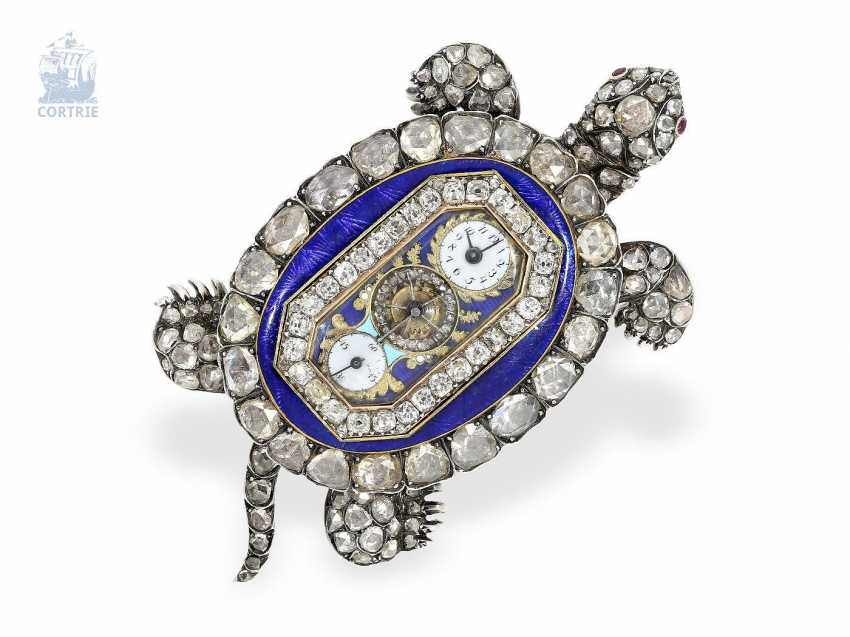 """montre de forme: muséale Émail Broche """"Tortue"""" à Horloge interne, Balancier visible et riche de Diamants, attribuée à Piguet et Capt, Geneva, circa 1810 - photo 1"""