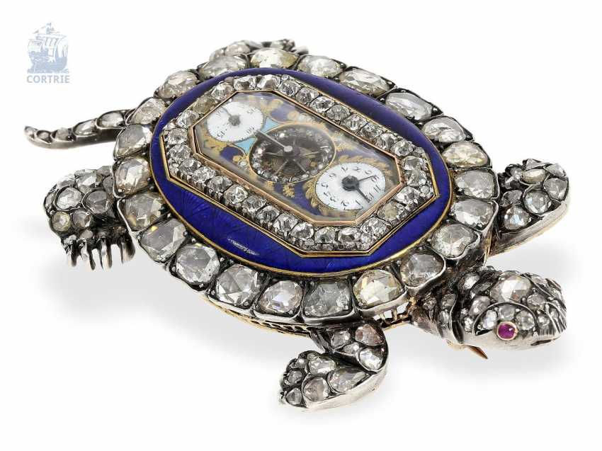 """montre de forme: muséale Émail Broche """"Tortue"""" à Horloge interne, Balancier visible et riche de Diamants, attribuée à Piguet et Capt, Geneva, circa 1810 - photo 3"""