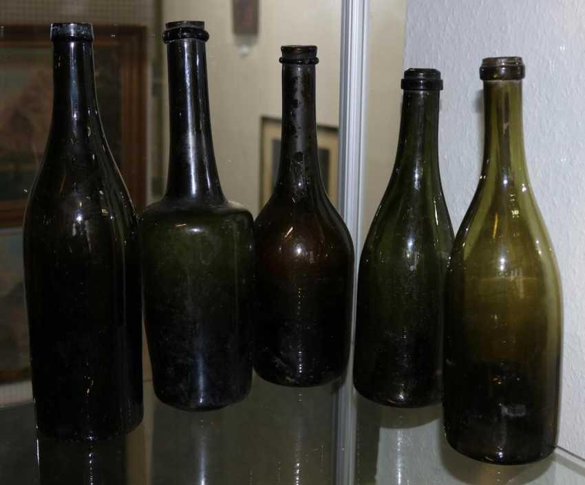 9 Hohlglasflaschen. - photo 2