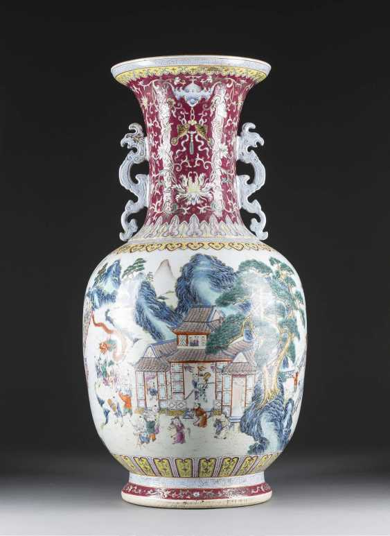 LARGE FLOOR VASE WITH EXTENSIVE DECORATION - photo 1