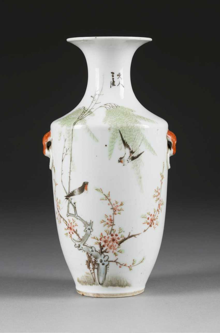 VASE WITH THE REPRESENTATION OF MAGPIES - photo 1