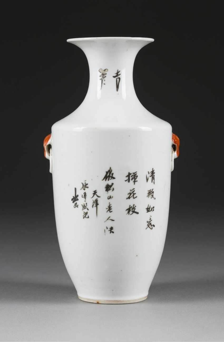 VASE WITH THE REPRESENTATION OF MAGPIES - photo 2