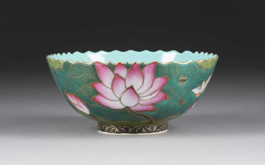 BOWL WITH DECORATION OF LOTUS FLOWERS - photo 1