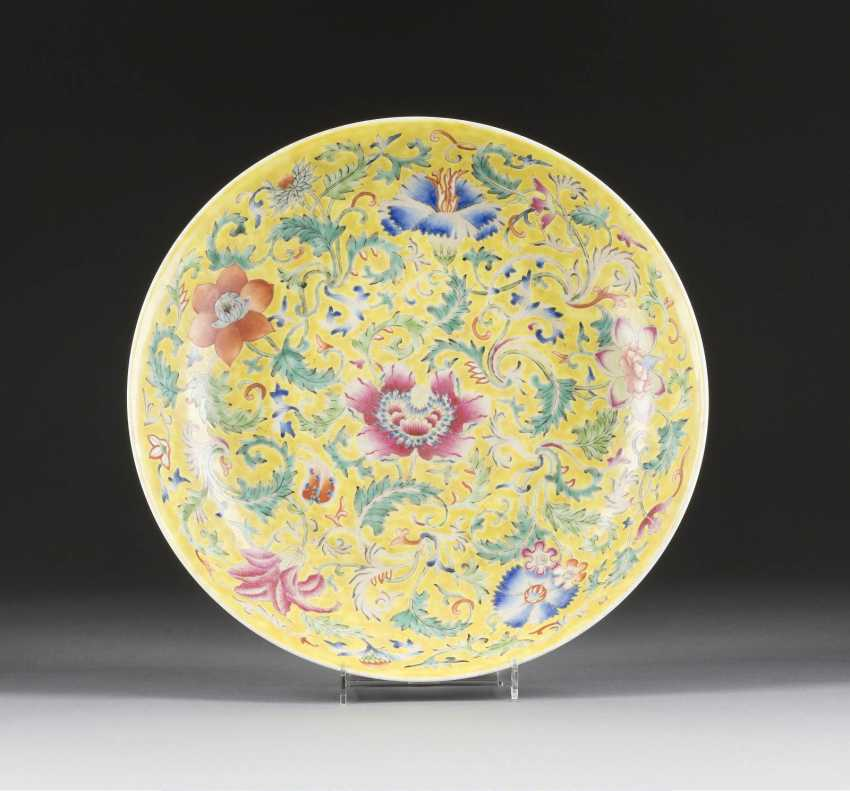 SHALLOW DISH WITH FLORAL DECOR - photo 1