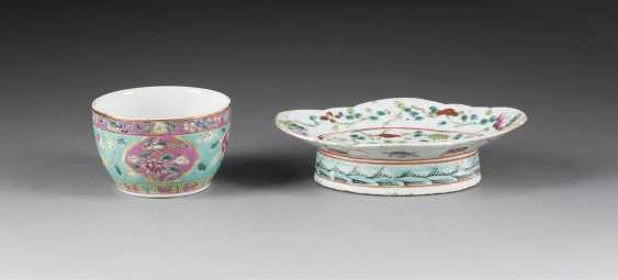 TWO BOWLS WITH FLORAL DECOR - photo 1