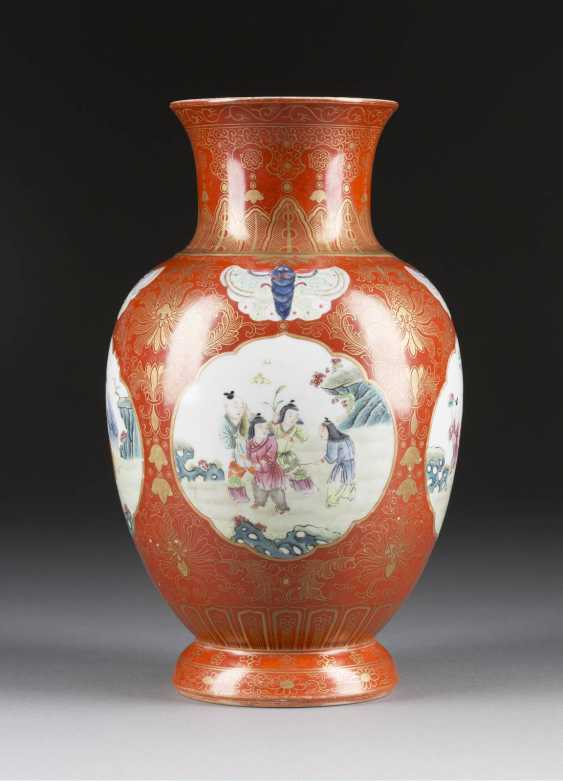 VASE WITH FIGURAL DECOR - photo 1