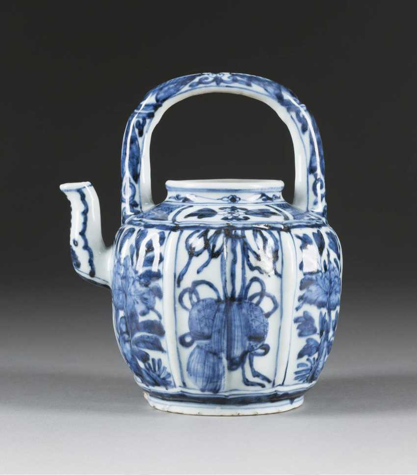 TEAPOT WITH STRAIGHT HANDLE - photo 1