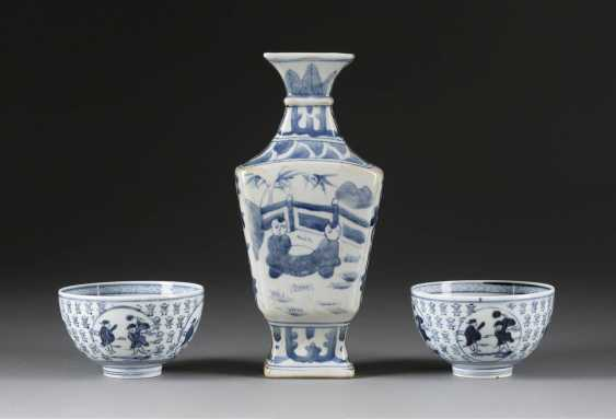 SQUARE VASE AND SOME SHELLS - photo 1