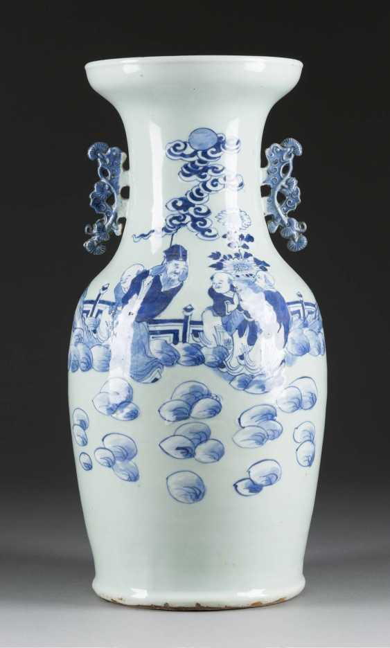 VASE WITH A FIGURAL SCENE - photo 1