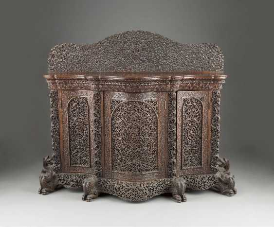 FIVE PIECES OF FURNITURE WITH NATIONWIDE TENDRILS DECOR - photo 1