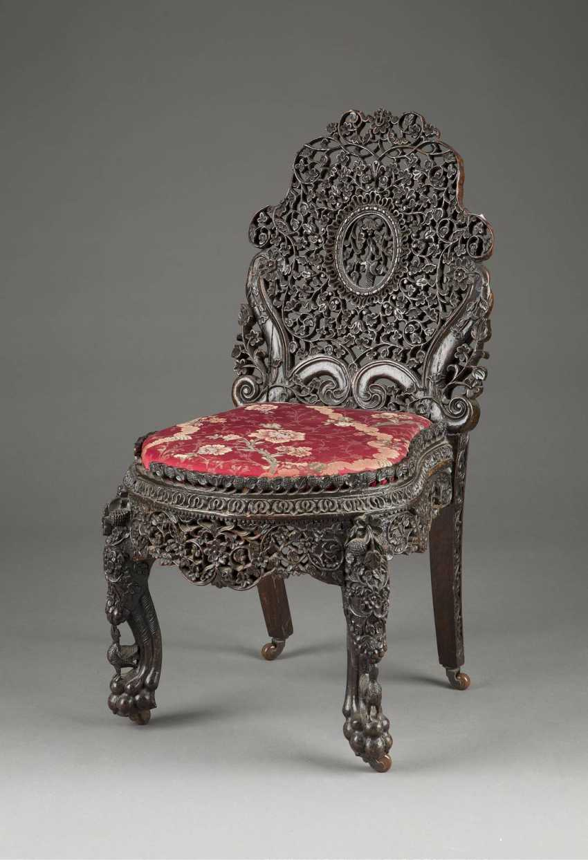 FIVE PIECES OF FURNITURE WITH NATIONWIDE TENDRILS DECOR - photo 4