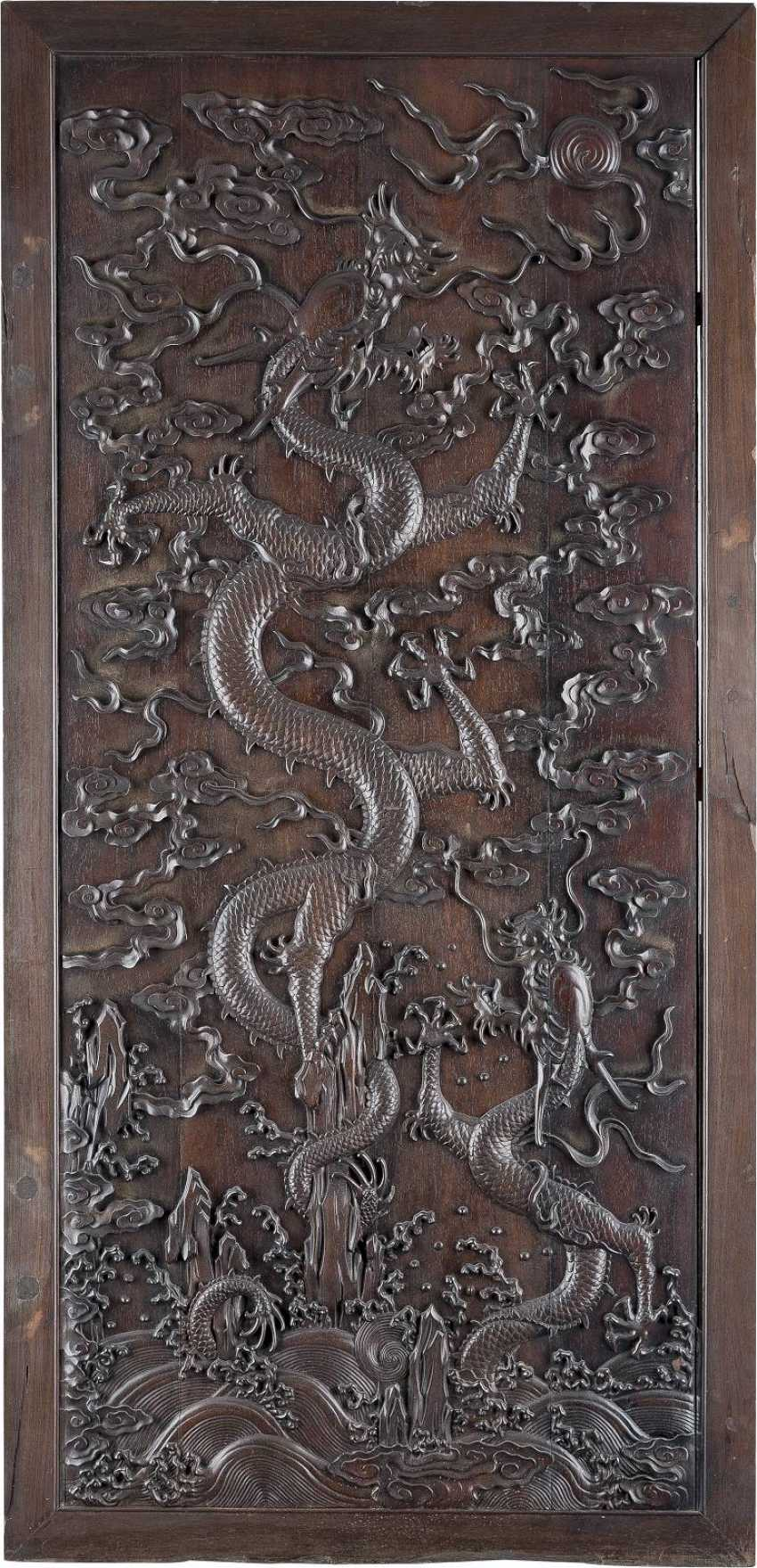 WALL PANELLING WITH DRAGONS IN RELIEF - photo 1