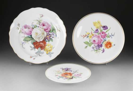 THREE wall plates 'flower painting' in German, Meissen, 20. Century and earlier - photo 1