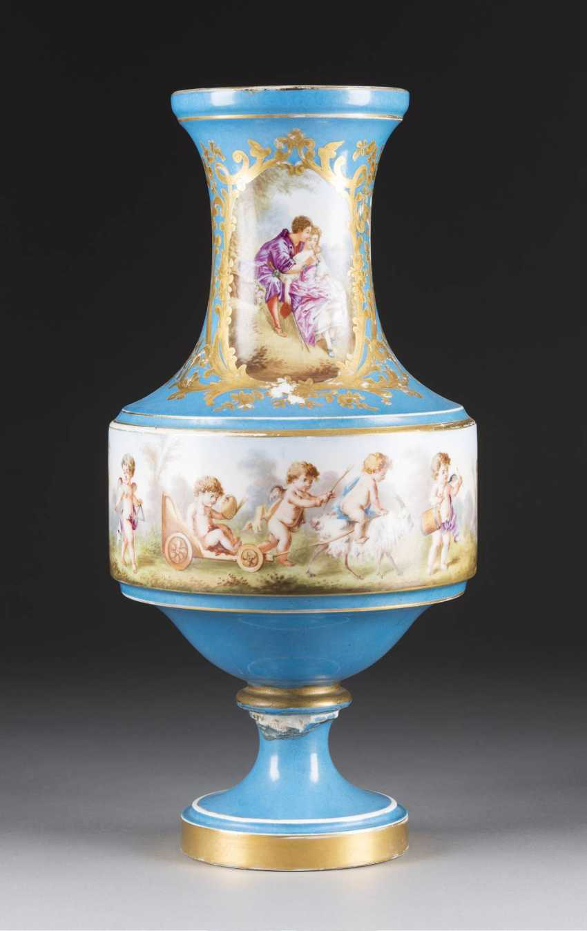 VASE IN the SÉVRES-STYLE France, 19th century. Century - photo 1