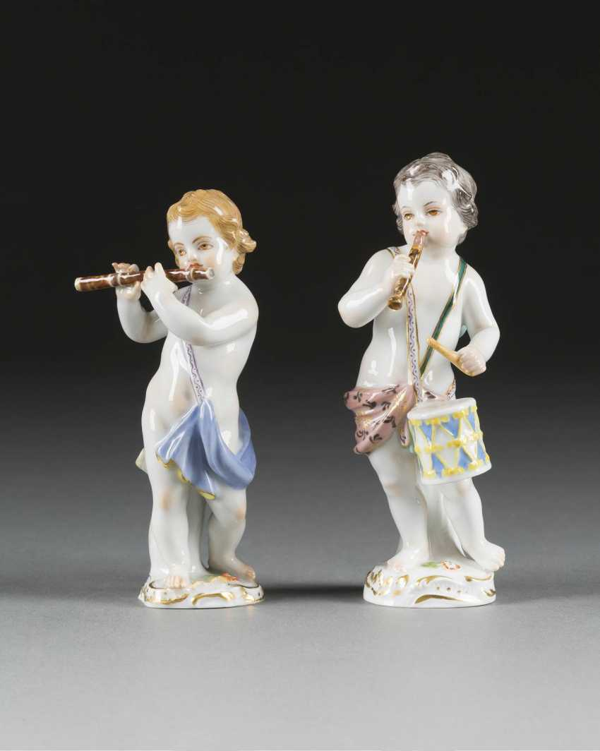JOHANN JOACHIM KAENDLER in 1706, Fischbach/Arnsdorf - 1775 Meissen CUPID WITH DRUM AND CUPID WITH FLUTE - photo 1