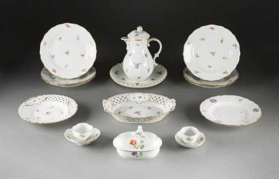 14-PIECE COLLECTION of 'scattered flowers' German, Meissen, 20. Century and earlier - photo 1