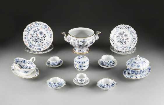 12-PIECE GROUP of 'onion pattern' in German, Meissen and porcelain factory Ernst Teichert, 20. Century and older - photo 1