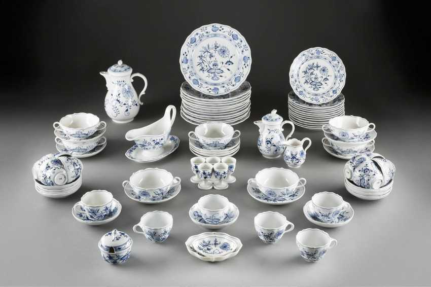 58-PIECE rest service 'onion pattern' in German, Meissen, 20. Century - photo 1