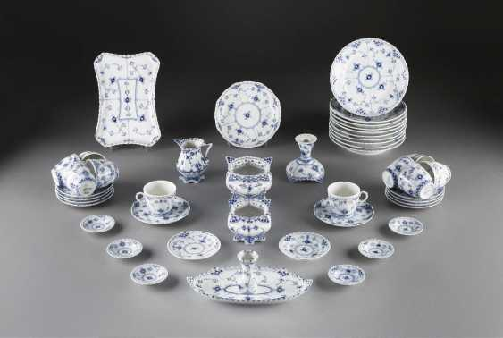 36-PIECE coffee service 'MUSSELMALET - full lace Denmark, Royal Copenhagen, 20. Century - photo 1