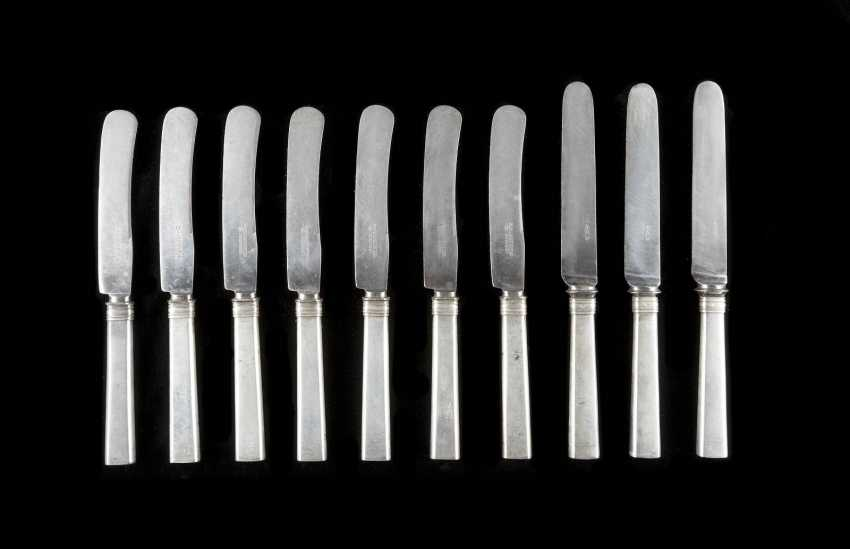 COLLECTION OF TEN KNIVES - photo 1