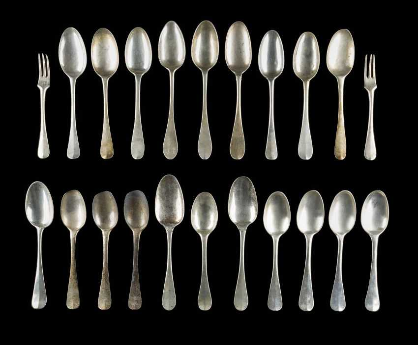 COLLECTION OF 22 CUTLERY PARTS - photo 1