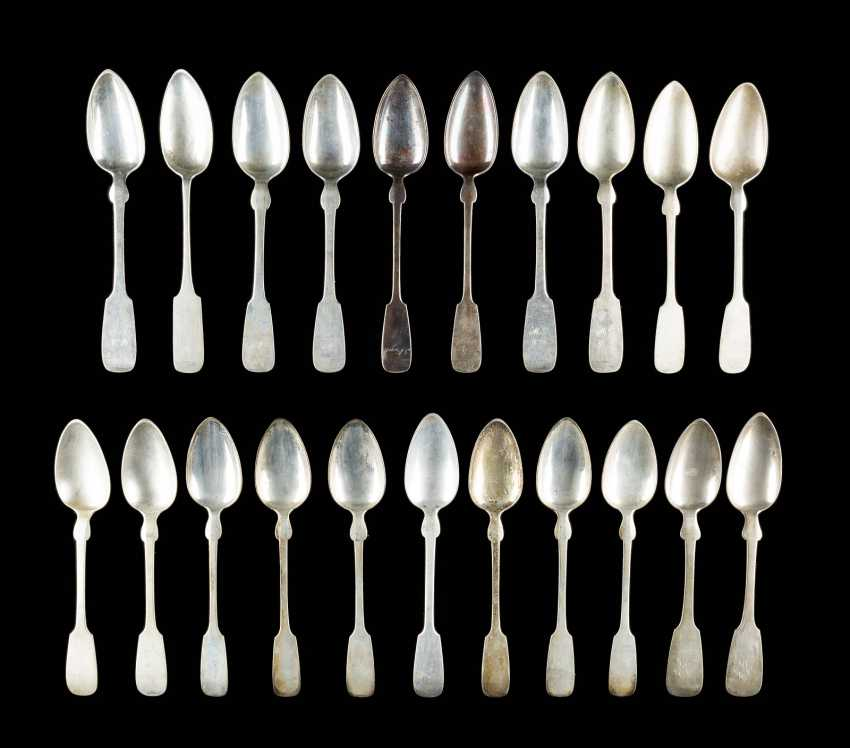 COLLECTION OF 21 DINING SPOONS - photo 1