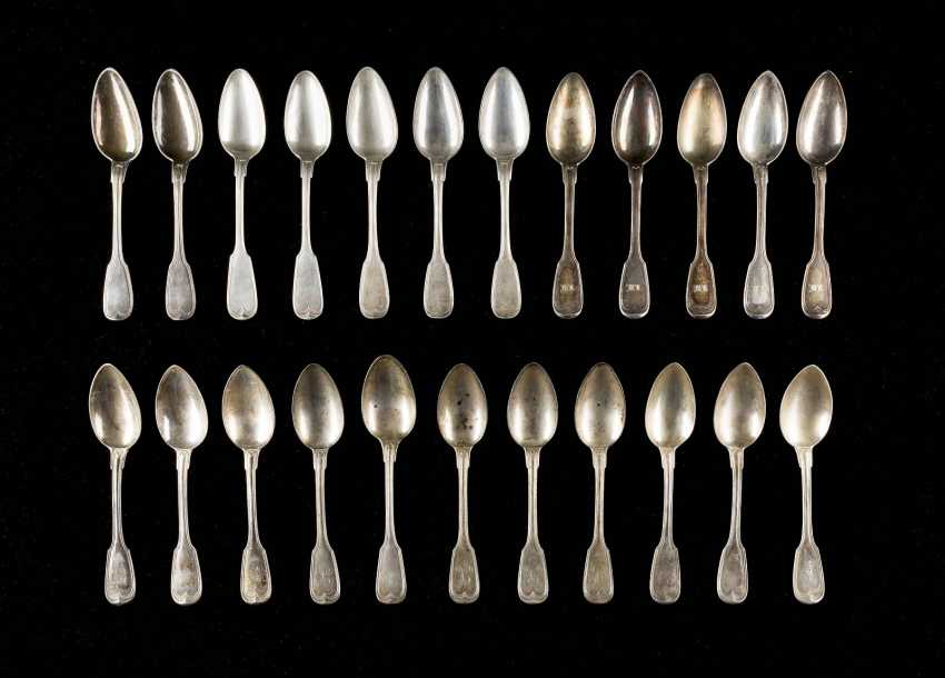 COLLECTION OF 23 DINING SPOONS - photo 1