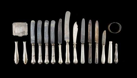 COLLECTION OF ELEVEN KNIVES, FOUR KNIFE HANDLES, A POCKET MIRROR, AND A BRACELET - photo 1