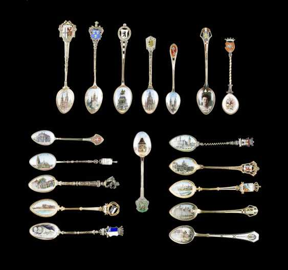 EIGHTEEN SMALL SPOONS AND TWO SPOON HOLDERS - photo 1