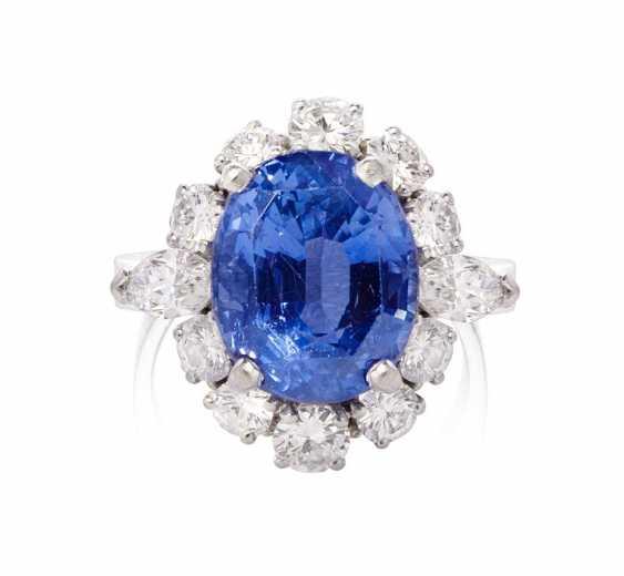 Ceylon-Sapphire-Diamond-Ring
