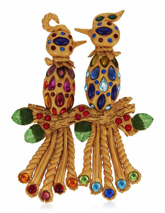 IMPORTANT CHANEL OVERSIZED GLASS AND STONE SET BIRD BROOCH - photo 1