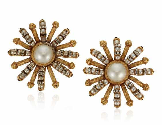 UNSIGNED CHANEL FAUX PEARL AND RHINESTONE EARRINGS - photo 1