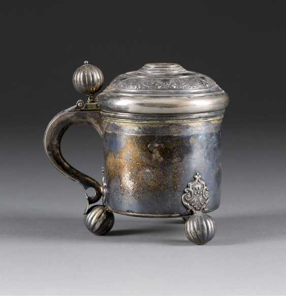 LID TANKARD WITH INTEGRATED COIN - photo 1
