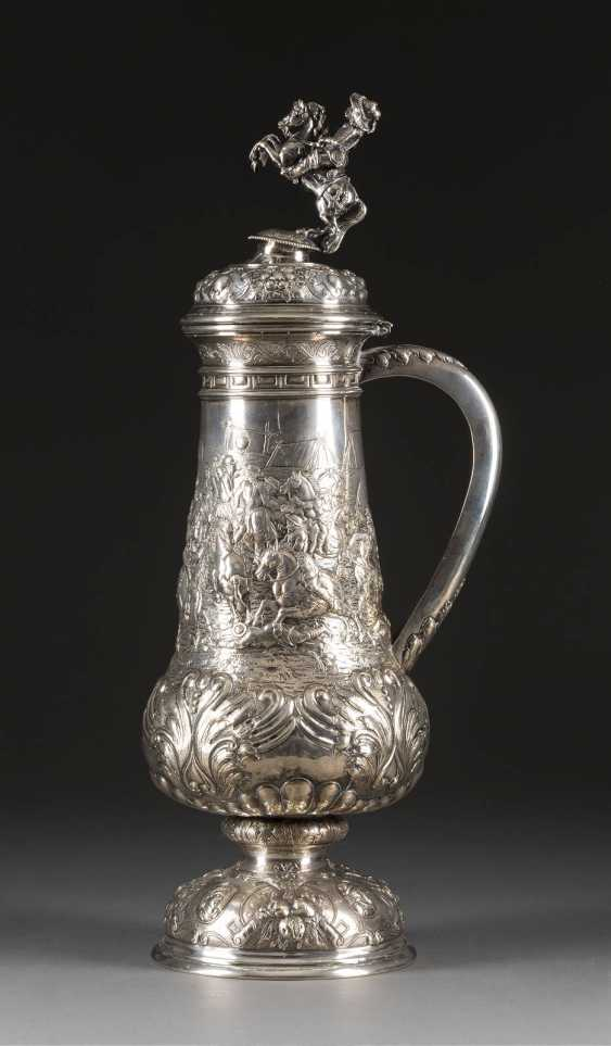 A LARGE STONE TANKARD WITH BATTLE SCENES - photo 1