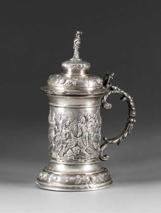 GREAT HISTORICAL THEMATIC TANKARD WITH EQUESTRIAN BATTLE SCENES - photo 1