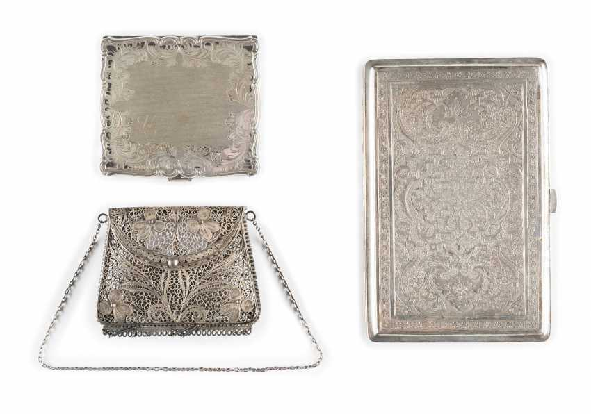 SMALL FILIGREE CASE IN HANDBAG SHAPE AND TWO FLAT CASES - photo 1