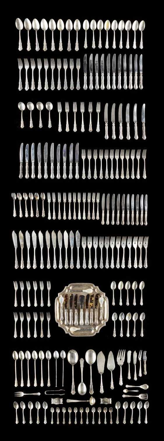 206-PIECE REST CUTLERY AND A TRAY - photo 1