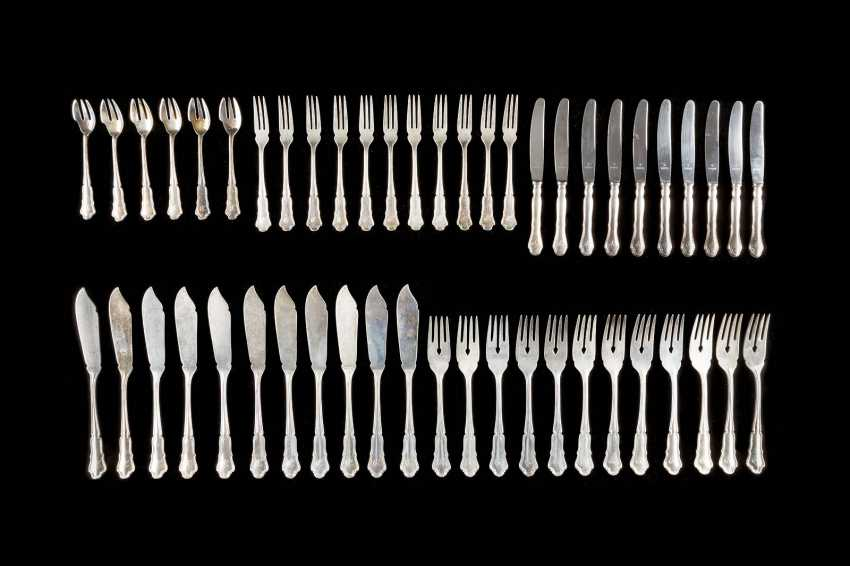 206-PIECE REST CUTLERY AND A TRAY - photo 4
