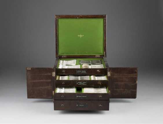 160-PIECE CUTLERY SET IN ORIGINAL WOODEN BOX WITH KEY - photo 2
