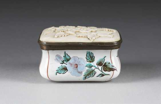 THE EROTICA SNUFF BOX - photo 1
